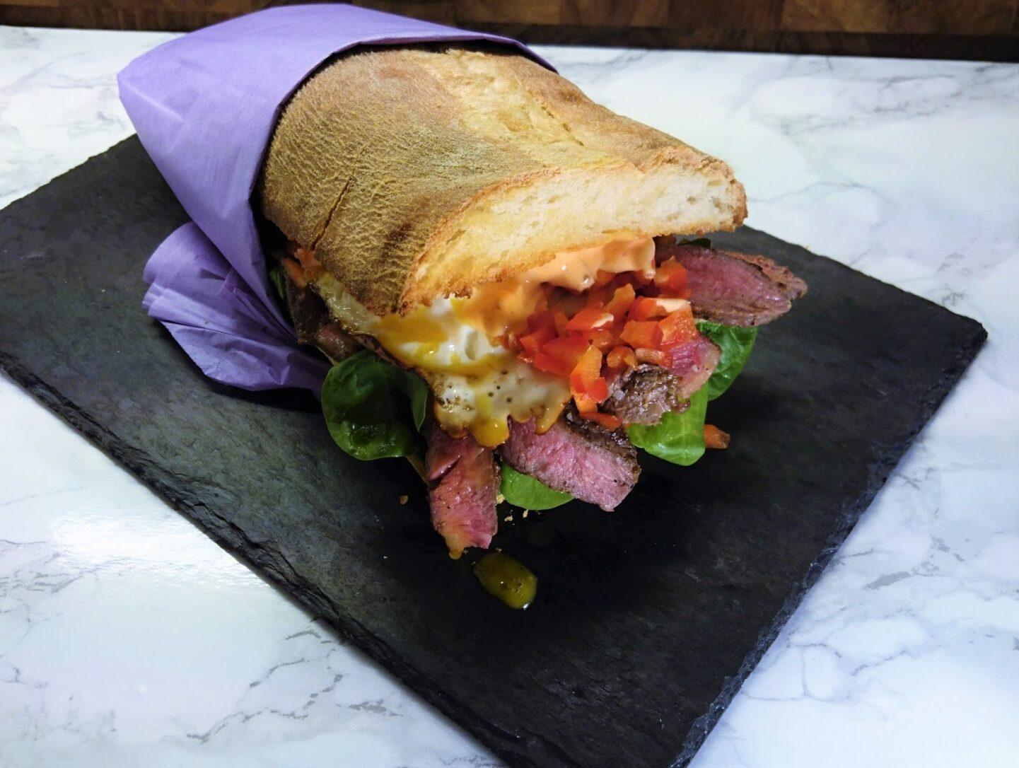 Asunas virtuelle steak sandwich fra SAO