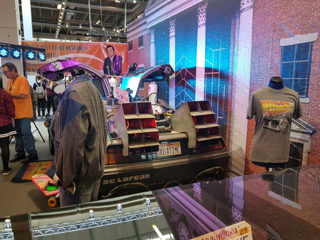 Den inkarnerede Back to the Future fangirl var mildest talt i himlen da vi nåede til denne stand fuld af memorabilia fra de ikoniske film