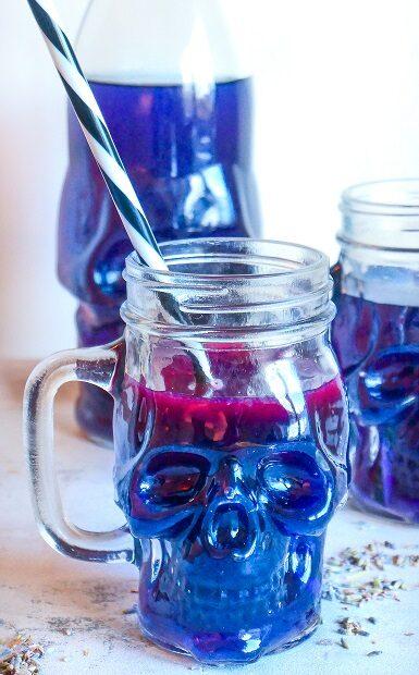 Dr. Jekylls transformerende lavendel lemonade fra Dr. Jekyll & Mr. Hyde