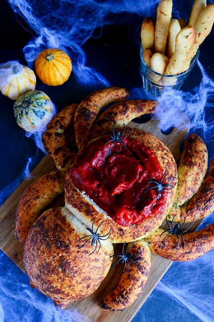Hvidløgs edderkop med marinara sauce – en DØD god halloween opskrift