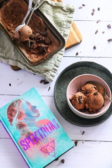 En lækker, cremet og fyldig chokoladeis lavet i sneen