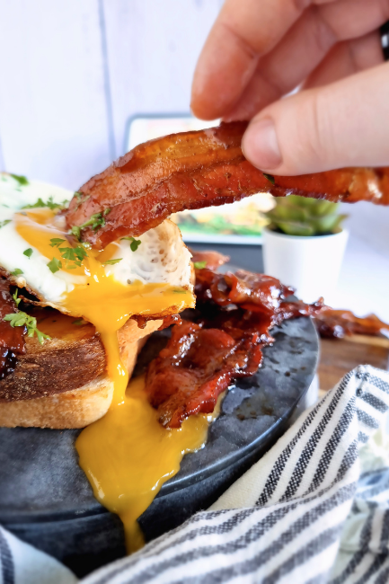 Har du prøvet kaffeglaseret bacon? – det er en absolut vanedannende morgenmad