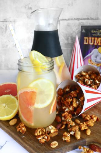 Lemonade og karamel popcorn fra Dumbo