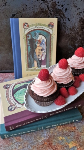 Grev Olafs hindbær cupcakes fra A Series of Unfortunate Events